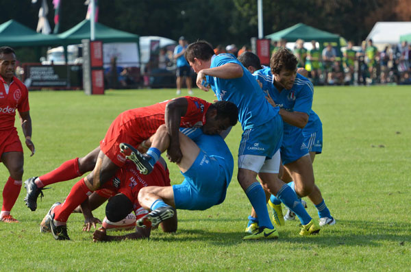 Vuki Vukinavanua showing how to clear the ruck with good body angles
