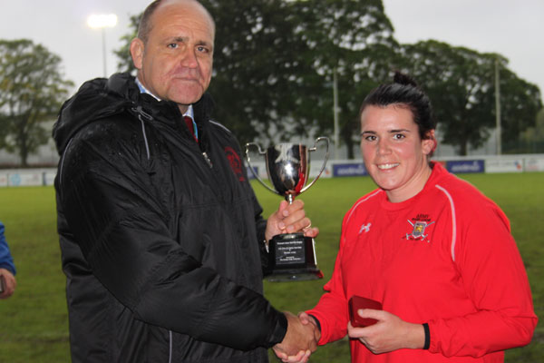 REME-Captain-getting-trophy