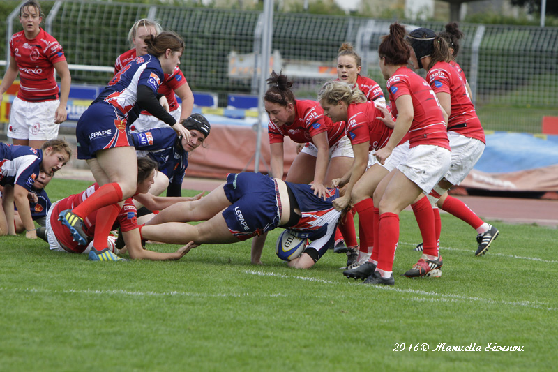 Ellie Gattlin makes the tackle. Erica Mills and Paula Robison ensure there is no where to go