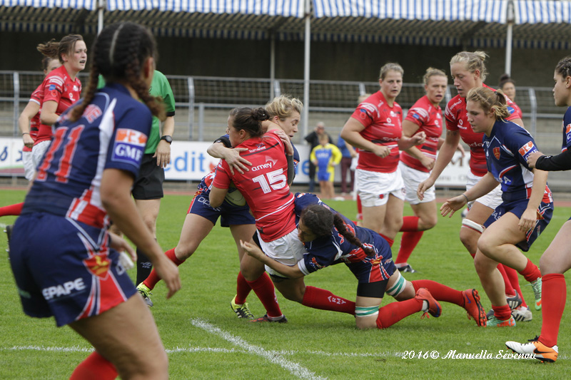 Full Back Jade Mullen feeling the ferocious French defence