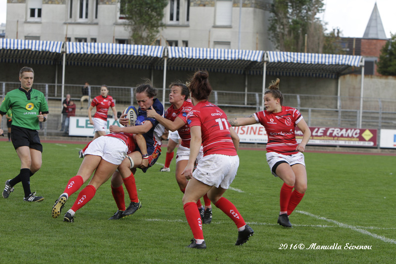 Skipper Gemma Rowland leads the way in defence with Flanker Tara McGlade in close support